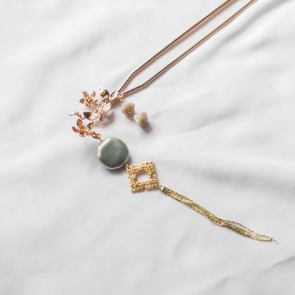Oriental Flower Grey Pearl Gold Hair Pin