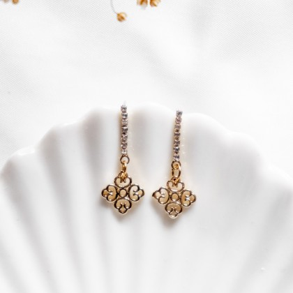 Sparkly Oriental Gold Earring